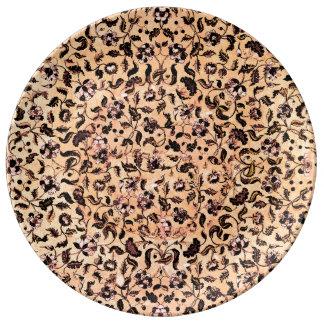 Blommönstret för beigen pläterar flickaktigt porslinstallrik