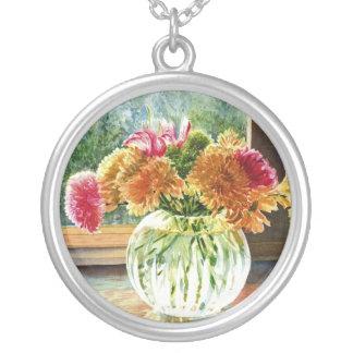 Blommor i den Glass vasen Silverpläterat Halsband