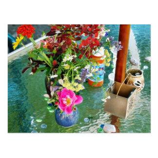 Blommor på bord vykort