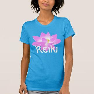 """Blomstrar Reiki"" med en rosa lotusblomma Tröjor"