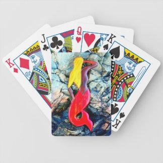 blond sjöjungfru i rött spelkort