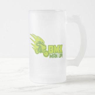 BMX-man upp Frostat Ölglas