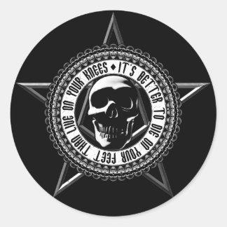 Bo eller dö skalleklistermärkear runt klistermärke