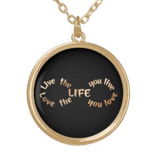 Bo livoändligheten på svart guldpläterat halsband