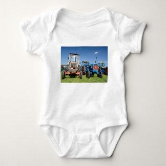Bodysuit för babyJersey traktor, olika färger T Shirts