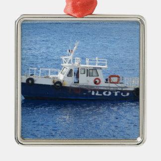 Bogserbåtfartyg på blåttvatten julgransprydnad metall