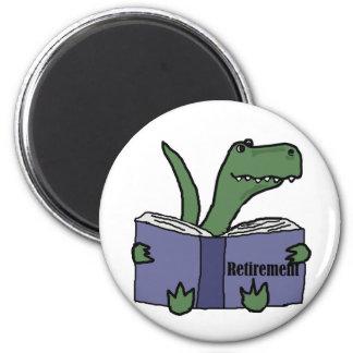 Bok för pension för rolig T-rex Dinosaur läs- Magnet