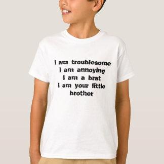 bökigt och att förarga, en brat av lite en broder t shirt