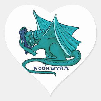 Bokkram Bookwyrm Hjärtformat Klistermärke