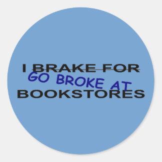 Bokmaskar går jag fattig på runt klistermärke