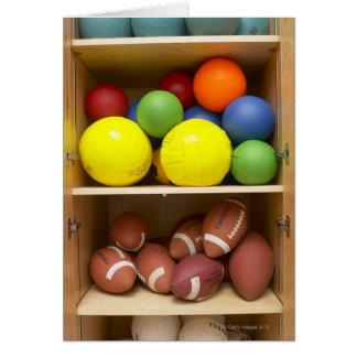 Bollar som lagras i kabinett hälsningskort
