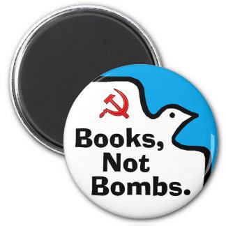 """""""Bombarderar bokar, inte."""", Magnet"""