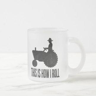 Bonden på traktoren detta är hur JAG RULLAR Kaffe Mugg