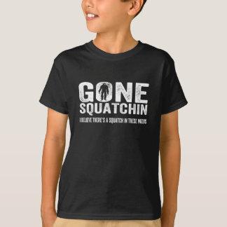 Borta Squatchin (bekymrade) Squatch i dessa skogen Tröjor