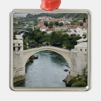 Bosnien-Hercegovina - Mostar. De gammala Julgransprydnad Metall