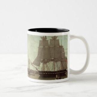 Boston hamn från konstitutionhamnplatsen Två-Tonad mugg