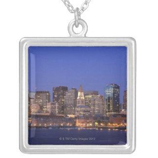 Boston hamn och horisont.  Boston är en av 9na Silverpläterat Halsband