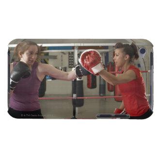 Boxareutbildning med lagledaren i idrottshall iPod touch fodraler