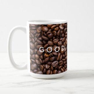 Bra morgon. Mörk grillade kaffeBeans. Kaffemugg