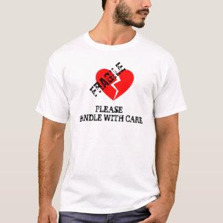 Bräcklig hjärta, behar handtaget med omsorg tee shirt