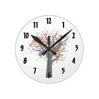 Branchy träddesign för vattenfärg rund klocka