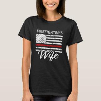 Brandman kvinna för röd linje för fru tunna tee shirt