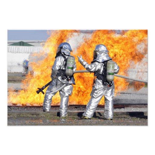Brandmän slåss simulerad avfyrar fotografiskt tryck
