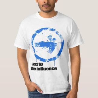 Bredvid påverkan t-shirt