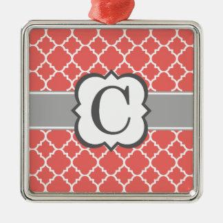 Brev C Quatrefoil för korallvitMonogram Silverfärgad Fyrkantigt Julgransprydnad