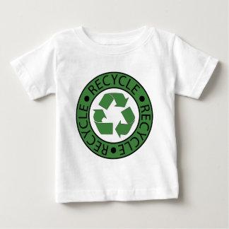 Brev för logotyp BK för återvinna gröna T Shirt