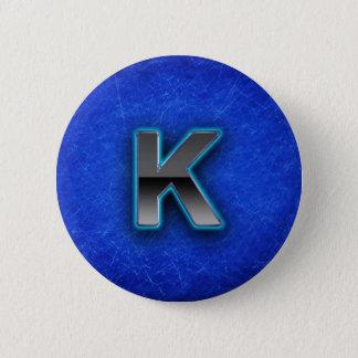 Brev K - neonblåttupplaga Standard Knapp Rund 5.7 Cm
