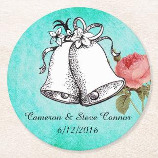 Bröllop för krickarosa rospersonligen sätta en underlägg papper rund