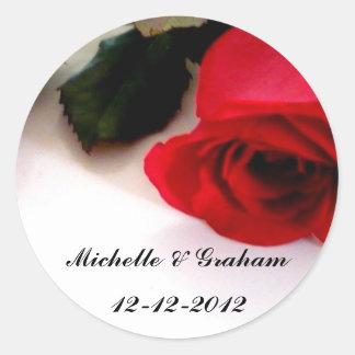 Bröllopklistermärkeröd ros runt klistermärke