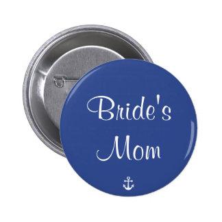 Brud knäppas nautiskt bröllop för mammablått knapp