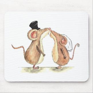 Brud och brudgum - kyssande möss - gåva för att gi musmattor