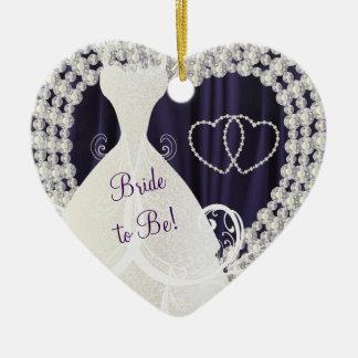 Brud som är purpurfärgat bröllop för hjärtformad julgransprydnad i keramik