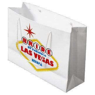 BRUDEN av den sagolika Las Vegas gåvan hänger lös
