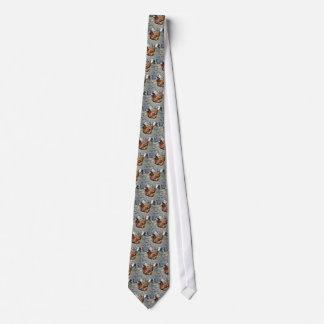 Brun höna på bakgården slips