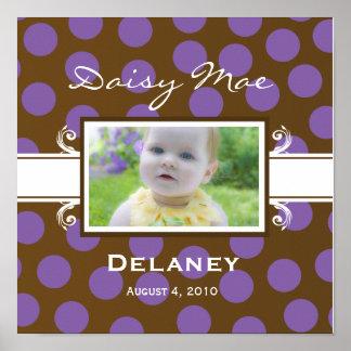 Brun och purpurfärgad polka dotsbabyaffisch eller  affischer