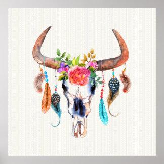 Bruna Horns och färgrika fjädrar på tjurskallen Poster