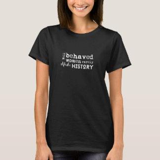 Brunnen uppförda kvinnor gör sällan tee shirts