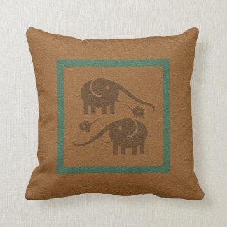 Brunt läder och bruna elefanter kudde