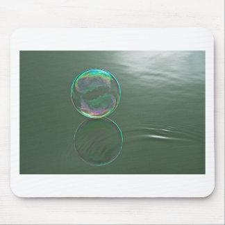 Bubbla att flyta på vatten musmatta
