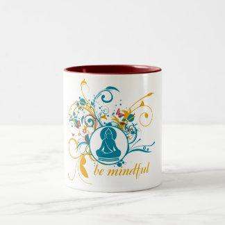 Buddha är Mindful Två-Tonad Mugg