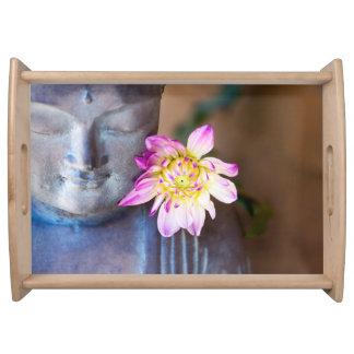 Buddha och rosa Dahliaportionmagasin Frukostbricka