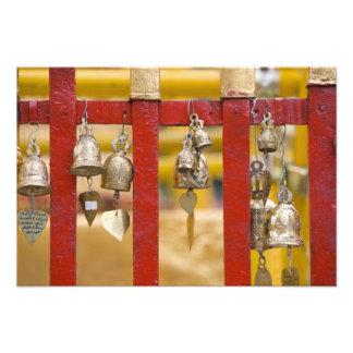 Buddist Klockor på det Doi Suthep tempelet Fototryck
