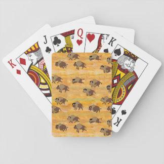 Buffelflock som leker kort kortlek