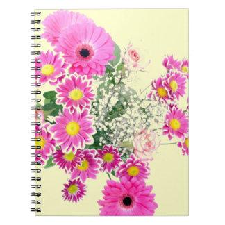 Bukett av rosa blommor anteckningsbok med spiral