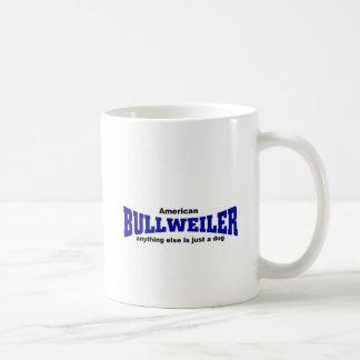 Bullweiler hund vit mugg