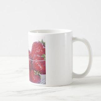 Bunke av jordgubbar kaffemugg